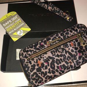 Brand new Travelon wallet